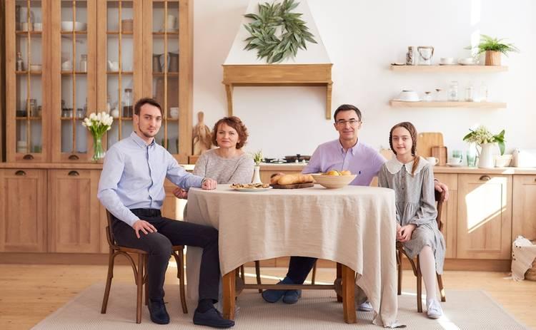 Телеведущий Олег Панюта рассказал о многолетней семейной традиции празднования Пасхи