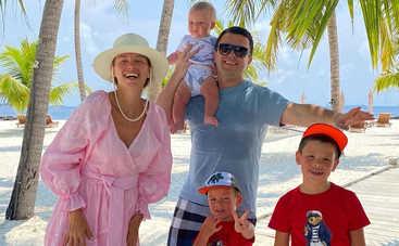 Жена Григория Решетника поразила безупречной фигурой на Мальдивах