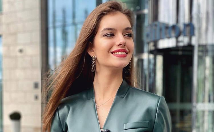 Жена Дмитрия Комарова похвасталась роскошной фигурой в кроп-топе