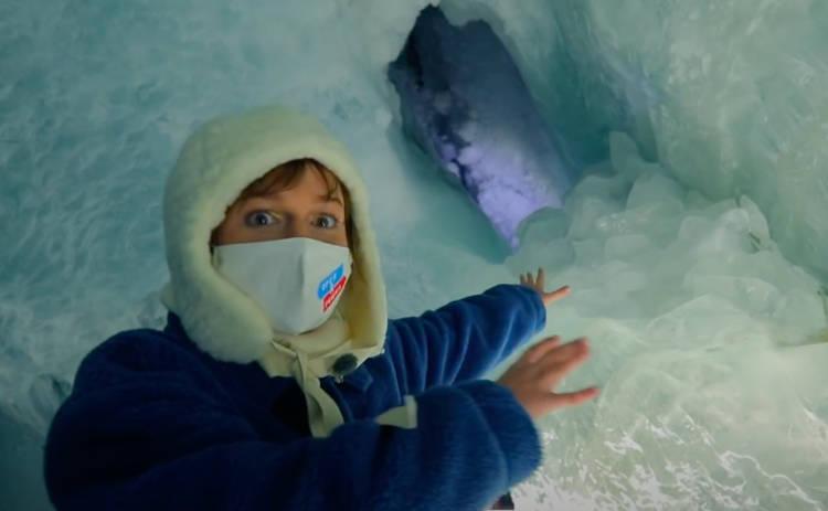 Орел и Решка. Чудеса света: ведущая теревел-шоу прогулялась в недрах ледника