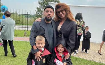 Светятся от счастья: Супруга Димы Монатика растрогала снимками с детьми и мужем
