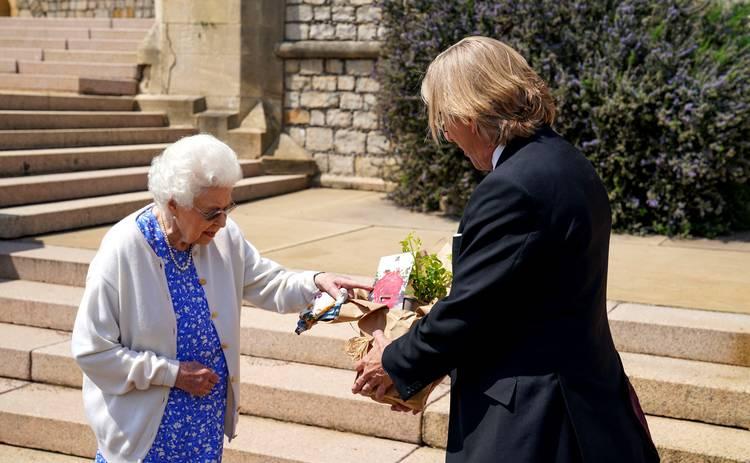 Елизавета II получила особенный подарок по случаю 100-летнего юбилея покойного мужа – фото