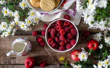 Чашка удовольствия: малиновый десерт за 5 минут (рецепт)
