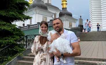 Макс Михайлюк и Дарья Хлистун показали лицо дочери во время крещения: трогательные фото