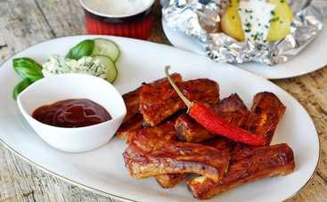Свиные ребрышки с карамельной корочкой под соусом барбекю – рецепт