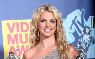"""Бритни Спирс заявила, что отец """"распоряжается ее телом"""""""
