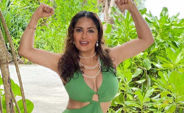 Я изменила много размеров: Сальма Хайек призналась, что ее грудь была увеличена