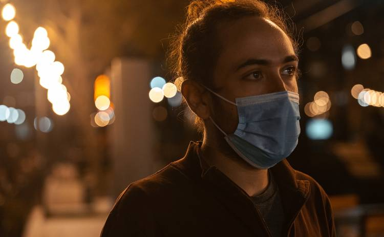 Дельта-штамм коронавируса обзавелся новыми симптомами: что важно знать