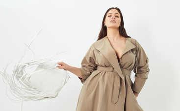 Беременная plus-size модель Эшли Грэм полностью обнажилась посреди поля