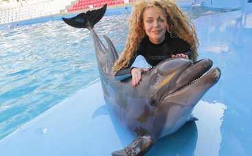 Алина Гросу с Романом Полянским покорили сеть романтическими фото с дельфинария