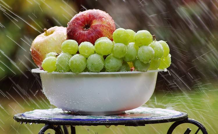 Пикантный салат с виноградом (рецепт)