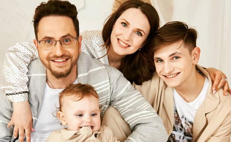 Ведущий канала Украина Максим Сикора отпраздновал с женой розовую свадьбу