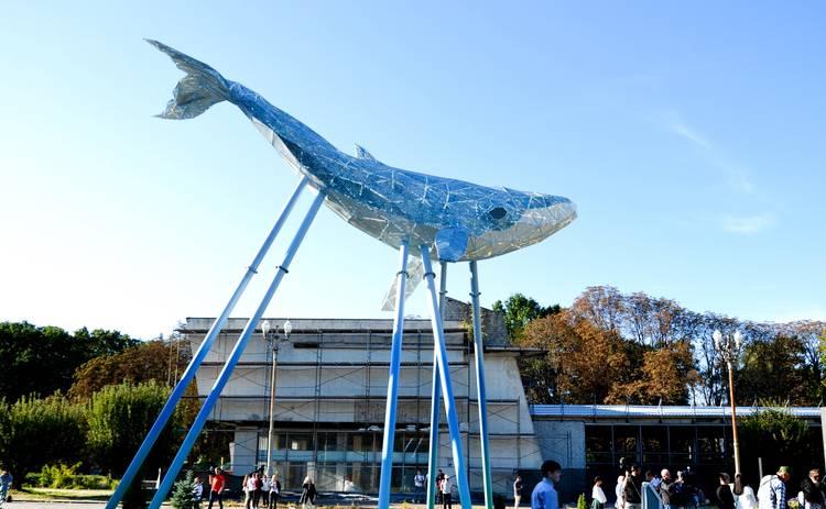 Киевский Кит – новый экологический символ столицы: крупнейшая скульптура из переработанного пластика