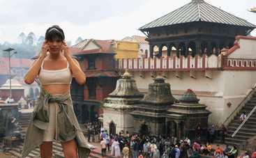 Орел и Решка. Земляне: Michelle Andrade побывала на жутких похоронах в Непале