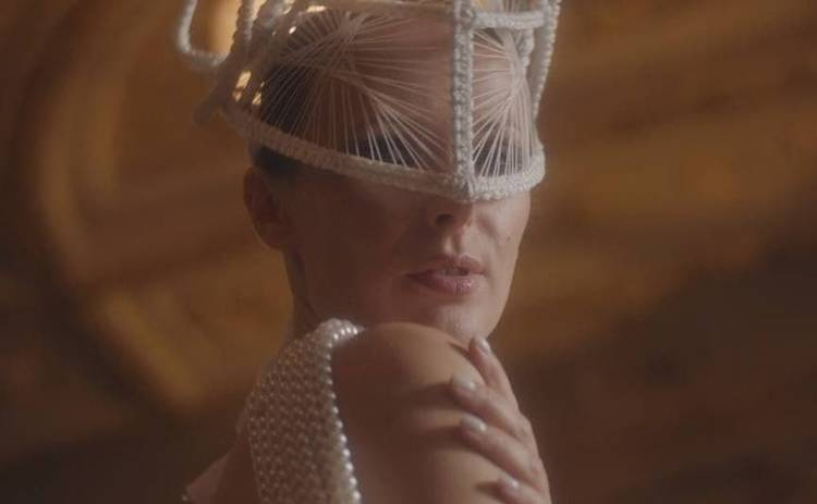 Певица BATURA оказалась родственицей графини Уваровой - видео