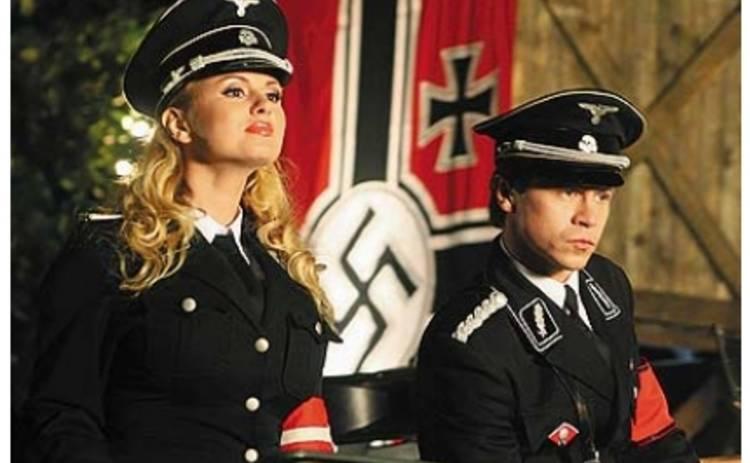 «Гитлер капут!»: Стоянов стал геем, а Семенович оголила грудь.