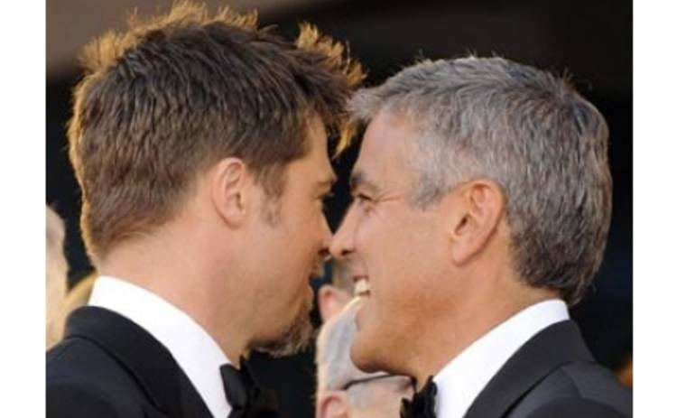 Питт и Клуни соперничают за право учить Киру Найтли