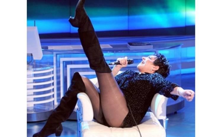 Полураздетая 62-летняя Лайза Миннелли шокирует откровенным выступлением на ТВ