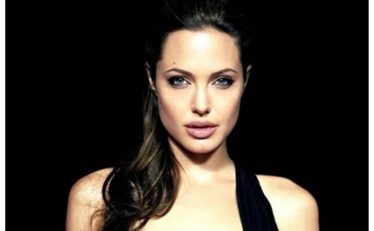 У Анджелины Джоли новые тату