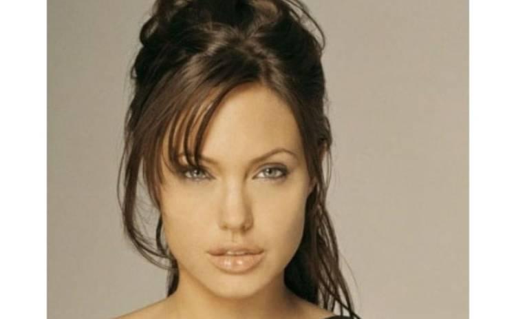 """Мать Джоли вдохновила ее на роль в """"Подмене"""""""