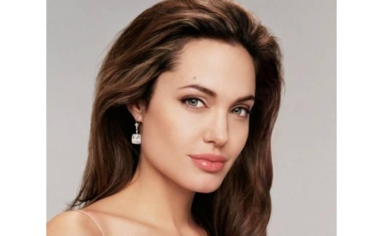 Джоли ненавидит свои фильмы