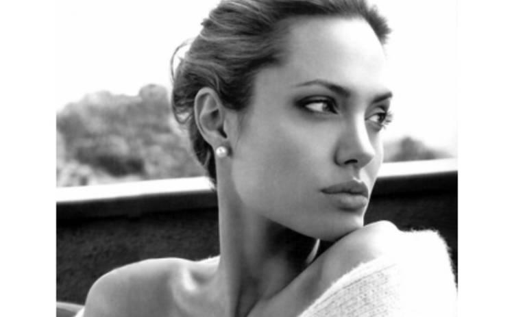 Анджелина Джоли покупает сыну ножи