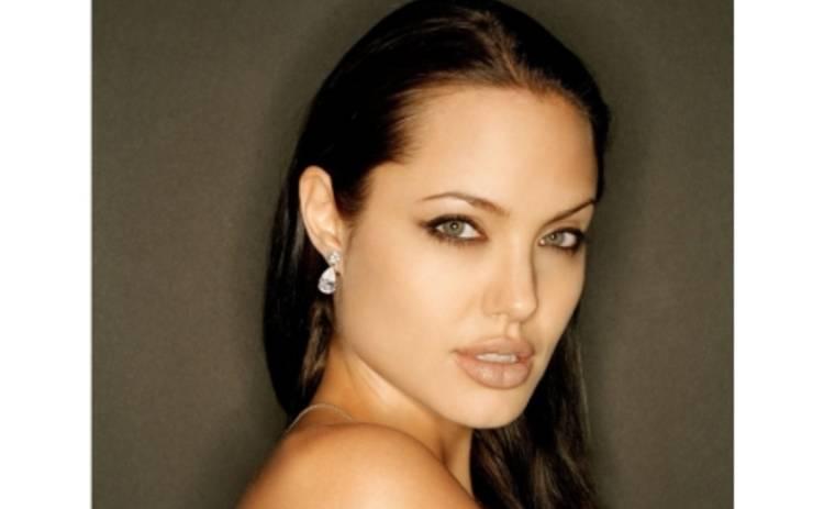 """Анджелина Джоли: """"Мир может меня любить или ненавидеть – я счастлива все равно"""""""
