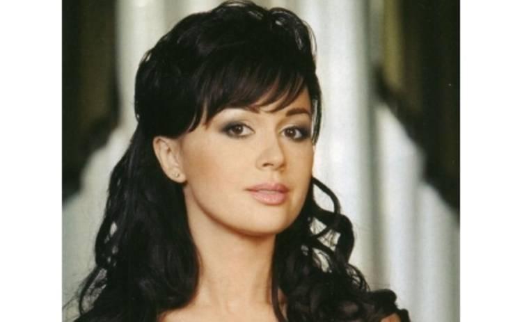 Анастасия Заворотнюк хочет заработать на усыновлении