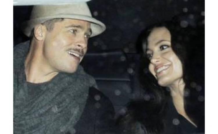 Питт и Джоли уедут за рубеж на рождественские праздники
