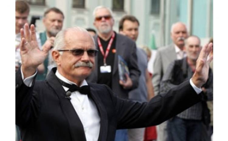Никита Михалков уверил, что кризис не представляет угрозы для кино
