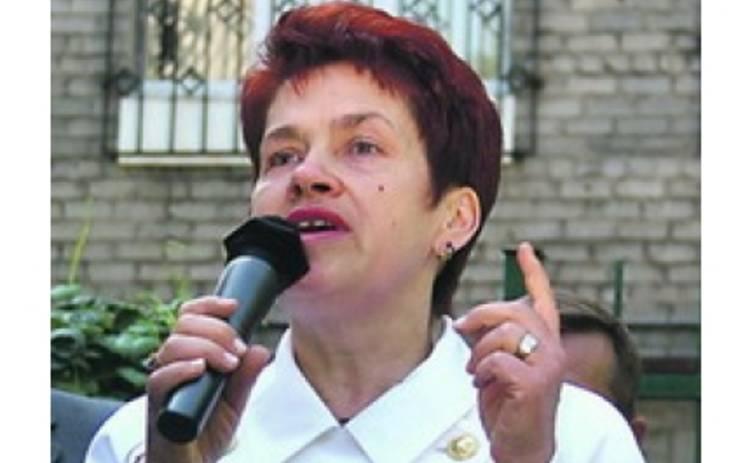 Людмила Янукович подарила Янковскому и Чуриковой деликатесы