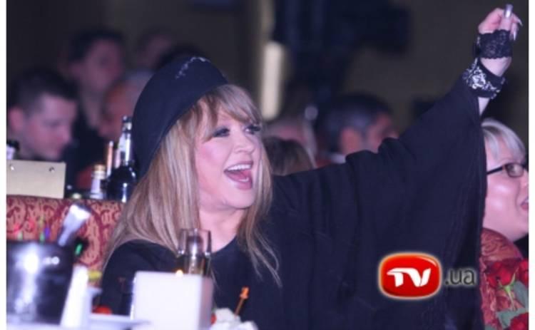 Пугачева целуется с двойником Стаса Пьехи