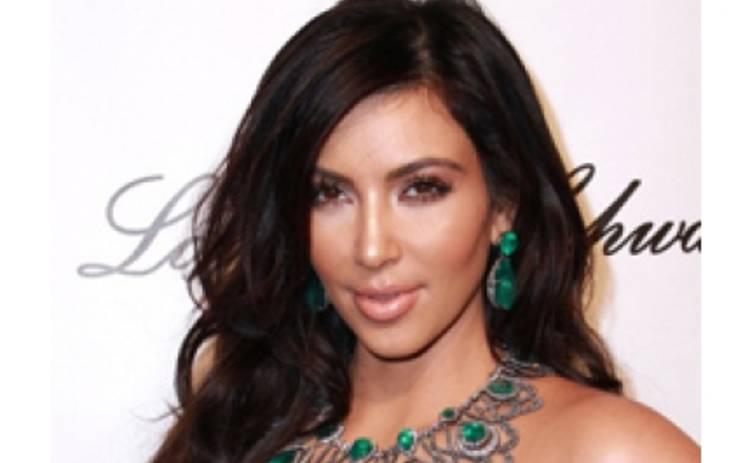 Ким Кардашян нашла кольцо и платье