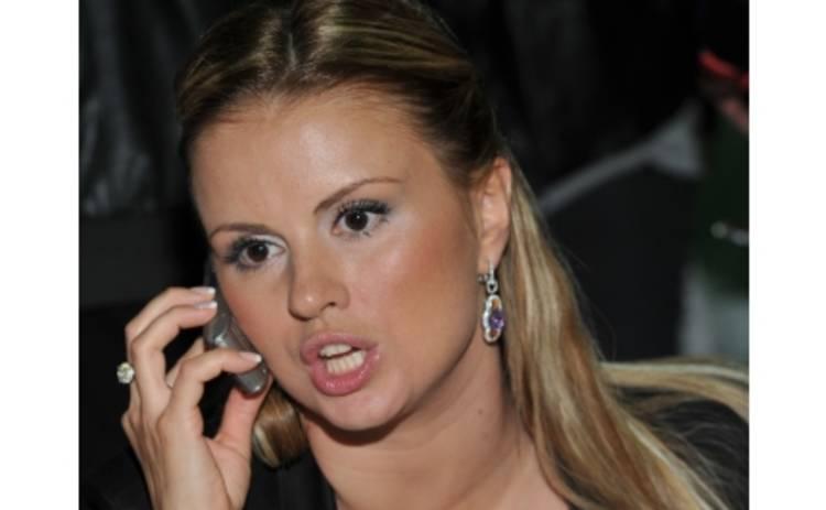 Анна Семенович рассталась с женихом