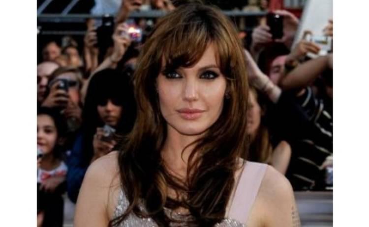 Анджелина Джоли снова шпионит