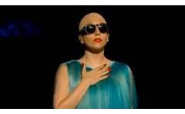 Lady Gaga облысела