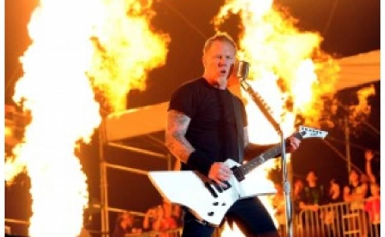 Скандал: Фанаты Metallica разгромили стадион в Индии