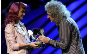 MTV EMA: голый мужчина Хайден Пенеттьери, ботокс Lady Gaga и горящая сцена