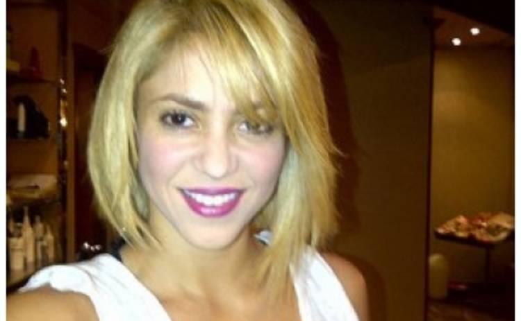Шакира коротко подстриглась