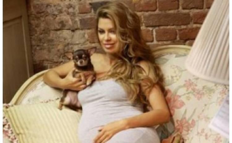 Виктория Боня показала свой беременный живот