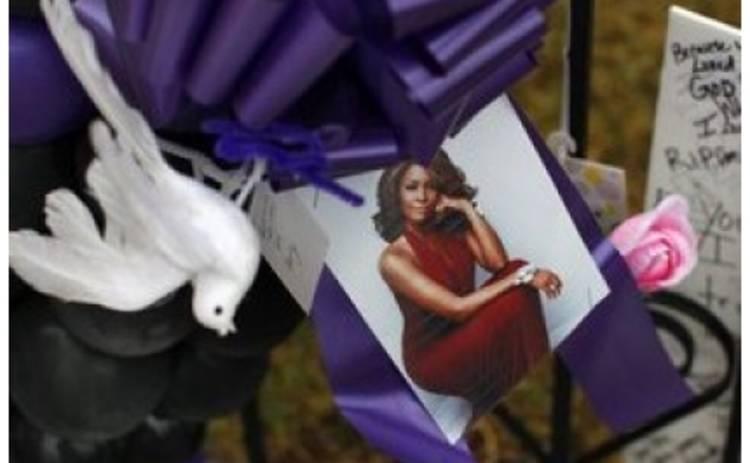 Близкие Уитни Хьюстон почтили память певицы перед похоронами