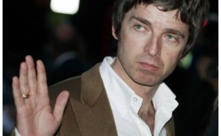 Британцы назвали лучшим фронтменом всех времен экс-вокалиста Oasis