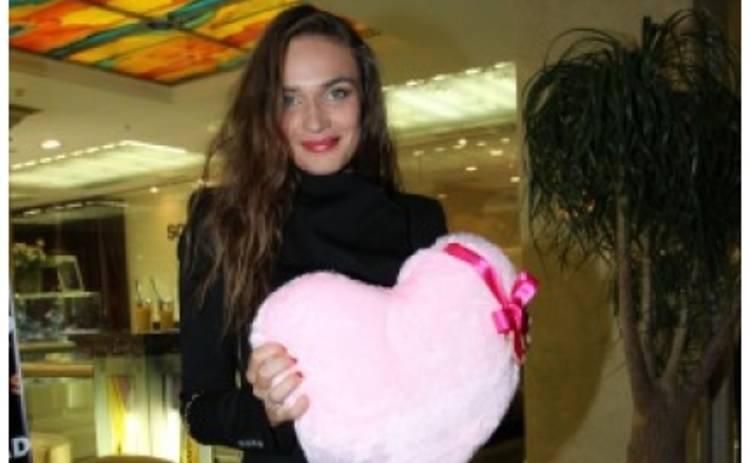 СМИ: Алена Водонаева бросила мужа ради любовника