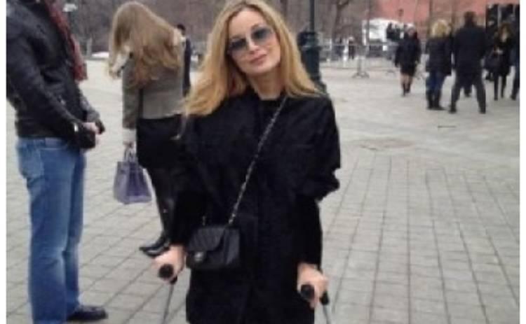 Ольга Орлова вынуждена передвигаться на костылях