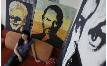 Художница из Макеевки создала портреты Стива Джобса и Мирча Луческу из жвачек
