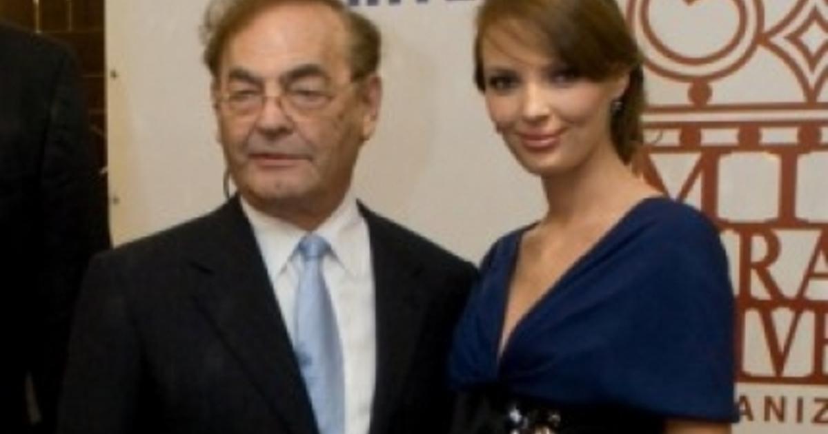 Жена миллиардера Александра Николаенко сама возит сына в ...  Александра Николаенко Беременна