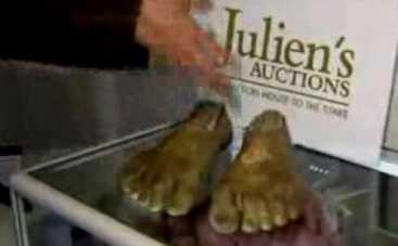 В Калифорнии выставили на аукцион ноги хоббита