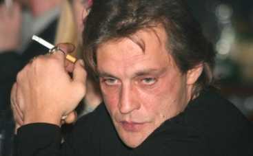 Александр Домогаров теряет слух