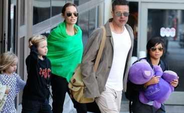 Семейные прогулки Брэда Питта с Анджелиной Джоли,а также других знаменитостей (ФОТО)