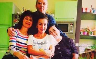 Юлия Волкова показала фото с родителями